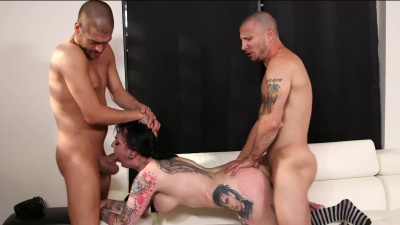 Draven Star boned from two sides at the same time in a threesome