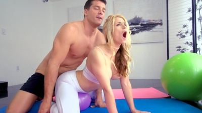 Anal ride in ripped yoga pants at the gym with Sarah Vandella