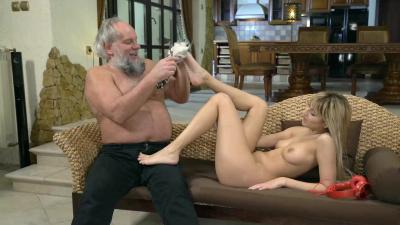 Hot blonde Sarah Cute prefers older man
