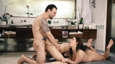 Cadey Mercury competes with Jo Jo Kiss who is the best masseuse