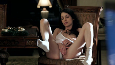 Arwen Gold touch herself gently until the pleasure explodes