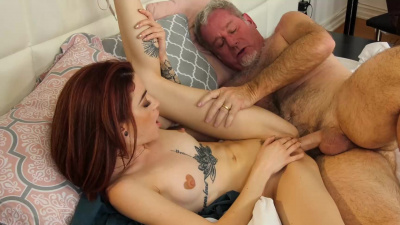 Petite masseuse Lola Fae takes care of old gentleman's dick