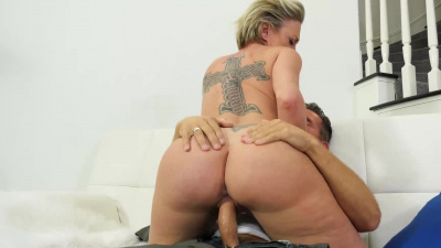 Fatass milf Dee Williams blasts sweet soaking gushers of squirt over and over