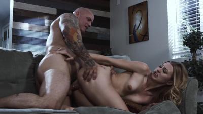 Sex freak Alexa Grace pounces on her bf's dick like a wild cat