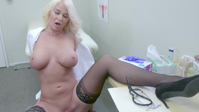 Trained medical professional London River masturbates her juicy cunt