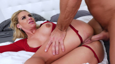 Thick housewife Phoenix Marie blackmails thief into sex