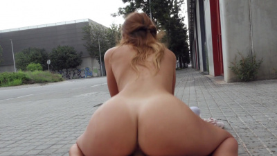 Gala Anguita twerking on the hard dick in the park