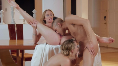Brett Rossi shares her sexual experience with her stepdaughter Daisy Stone and her bf