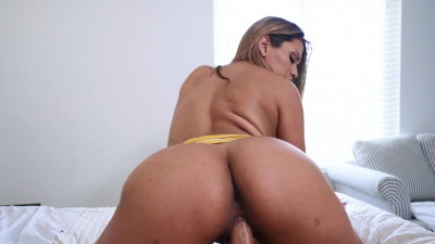 Shapely Nicole Rey starts her morning with passionate sex
