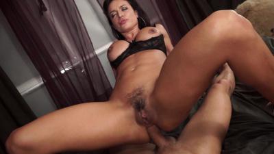 All natural Penelope Crunch and Franceska Jaimes anal threesome