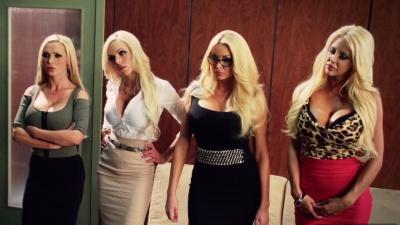 Orgia con cuatro secretarias tetonas y el jefe en la oficina